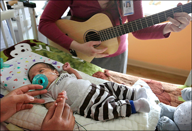 Tiny preemies get a boost from live music therapy
