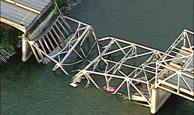 Raw: Aerial views of bridge collapse