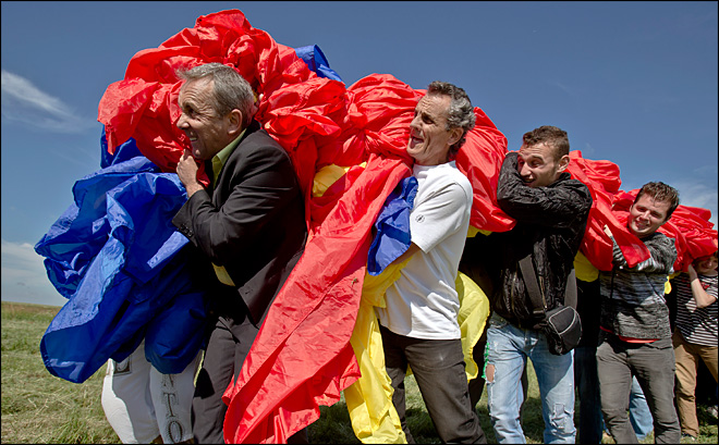Romania unfurls largest flag in the world