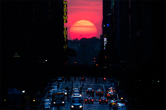 New Yorkers treated to semi-annual 'Manhattanhenge' display