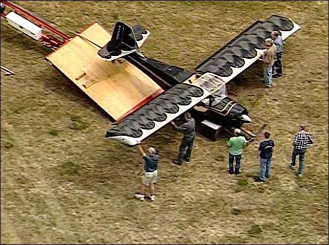 Small plane lands in grass after failed takeoff at Thun Field