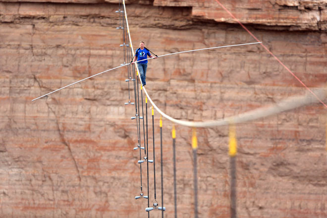 Wallenda completes tightrope walk near Grand Canyon