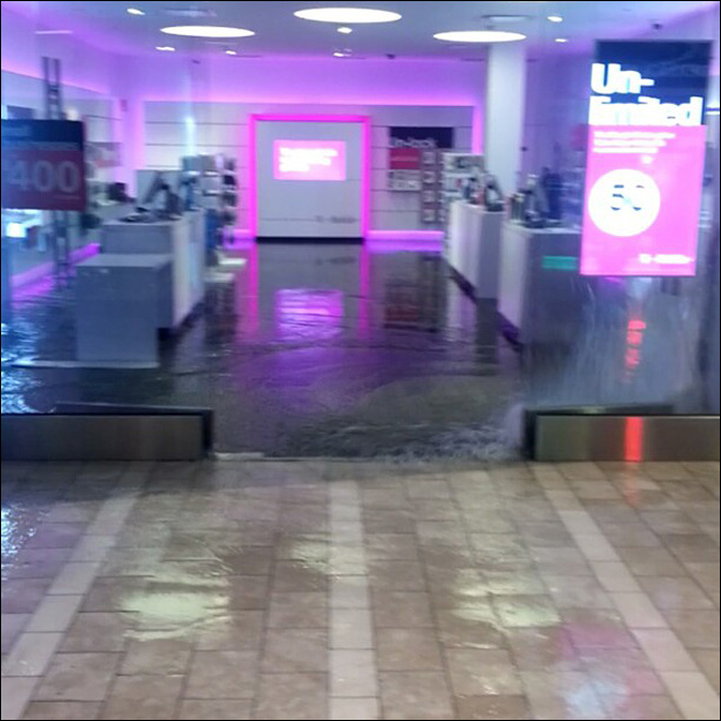 Heavy rain causes flooding at two Seattle malls