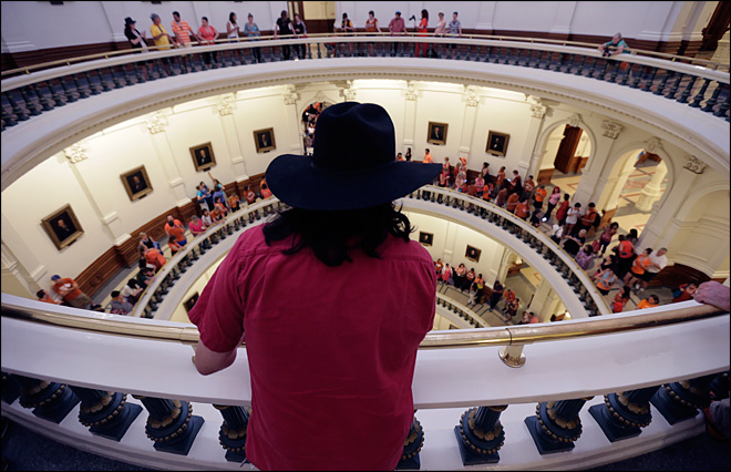 Racous protesters, hours-long filibuster helps sink Texas abortion bill