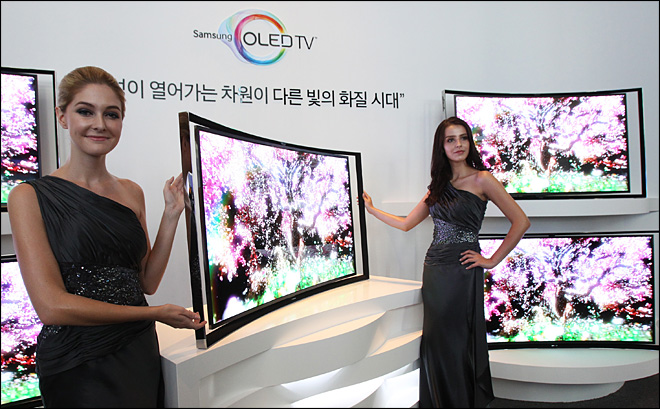 Samsung puts curve in OLED televisions