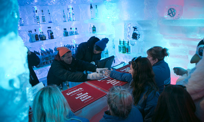 New ice bar helps sweltering New Yorkers beat the heat