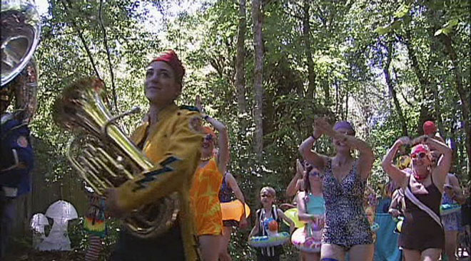 Video: Oregon Country Fair parade