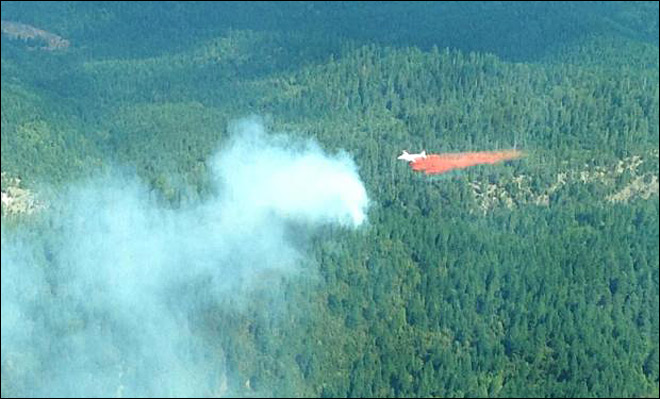 A retardant drop on the Douglas Complex - Photo courtesy Inciweb