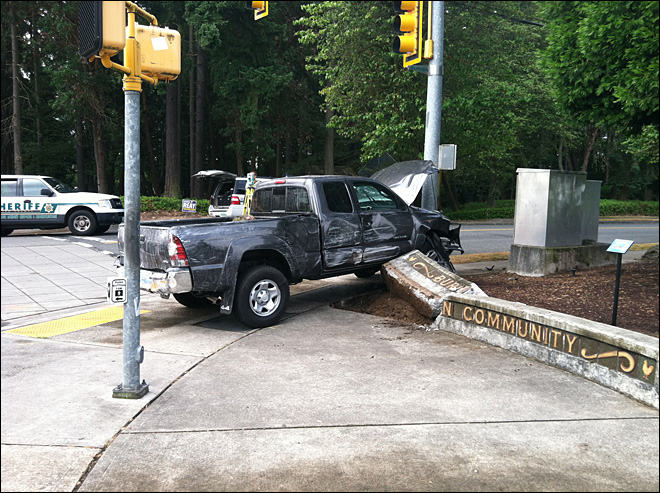 Deputies: Seattle man rams hospital with pickup, crashes into cop car