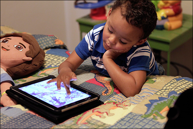 Benefit of mobile apps for toddlers questioned