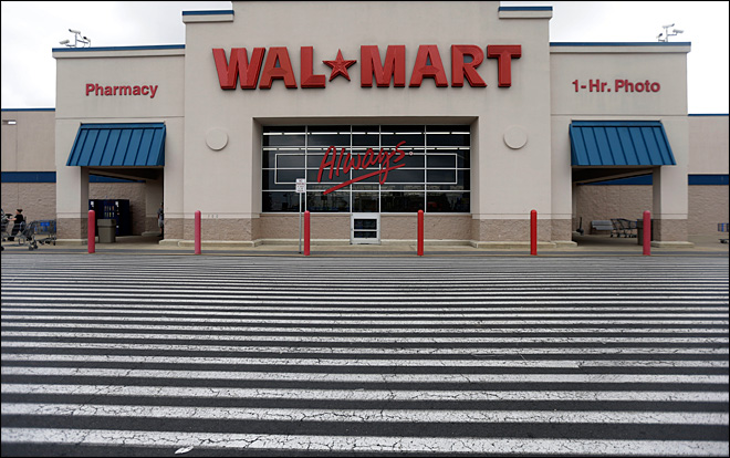 Wal-Mart seeks to tether small stores to big ones