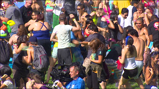 Seattle team falls short in world record water balloon fight