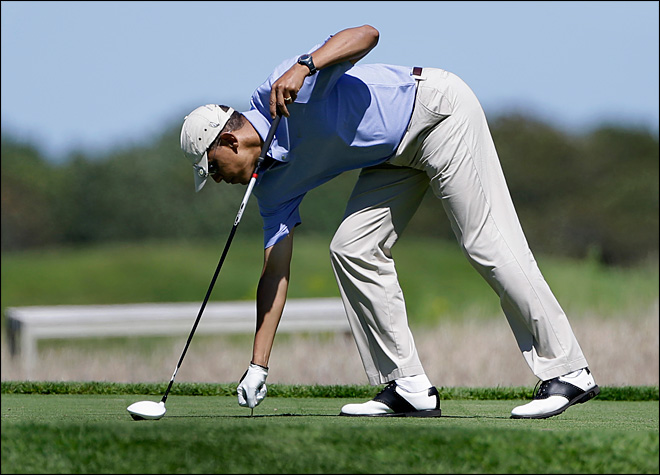 Obama plays final golf round before vacation ends