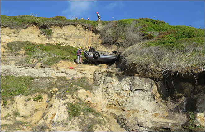Rope team rescues driver from Oregon Coast cliff