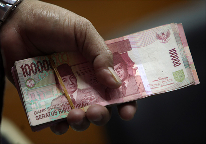 Indonesia curbs luxury car imports as rupiah dives