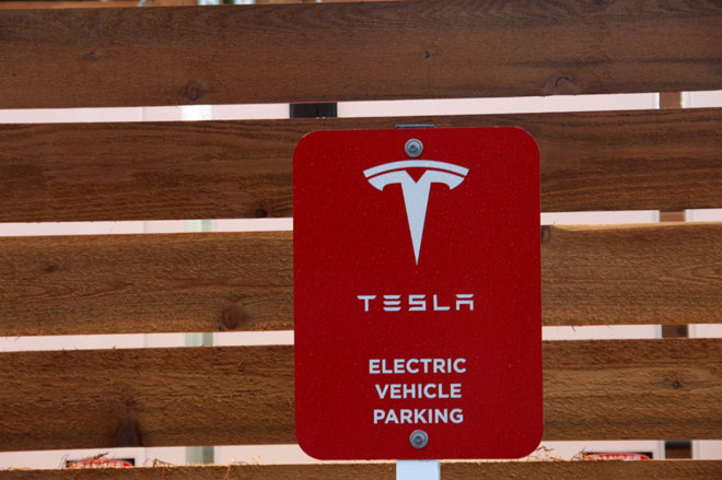 Tesla Opens Its First Supercharger Station in Oregon