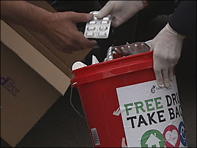 Free drug take-back nets over 1000 pounds of medication