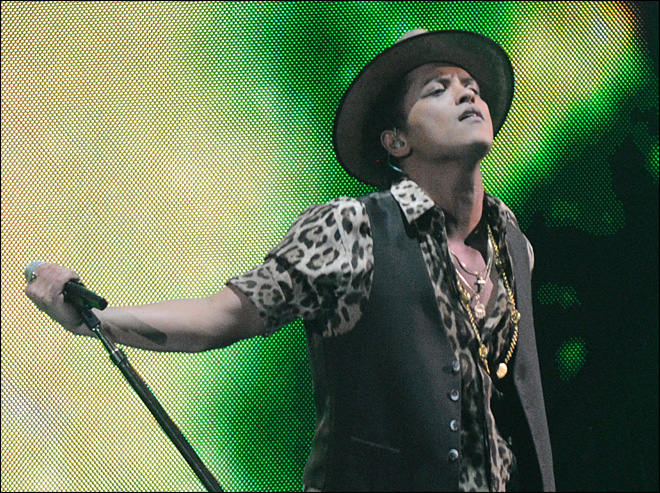 Bruno Mars to sing at halftime of Super Bowl