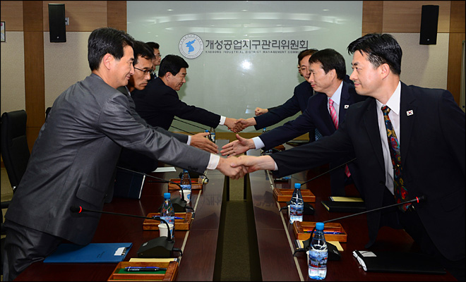 Koreas set to restart jointly run factory park