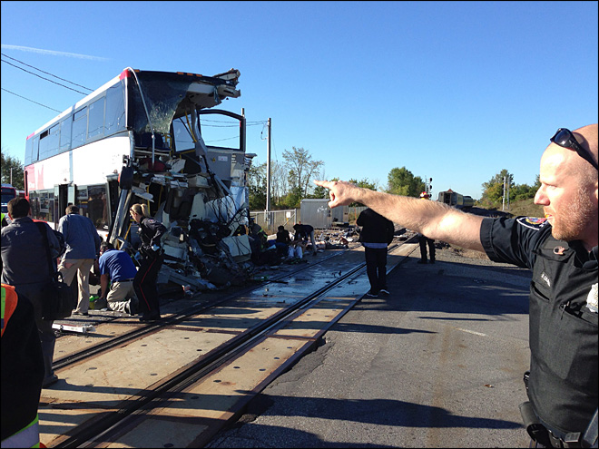 5 killed as Canada passenger train, bus collide