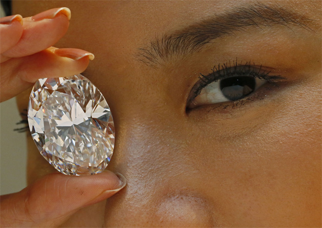 White diamond fetches record $30.6 million at auction