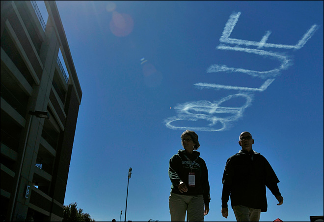 U. of Michigan behind 'Go Blue' skywriting at rival Mich. State game