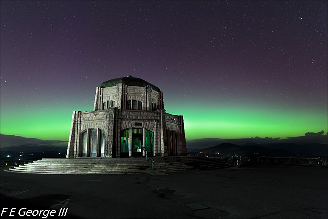 Northern Lights dazzle over Oregon skies