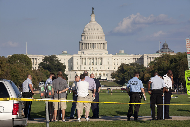 Man sets himself on fire on the National Mall