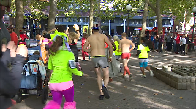 Runners strip down