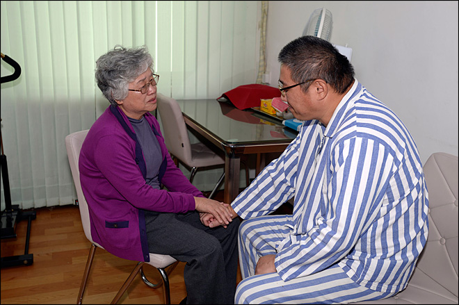 Mom of former UO student visits son detained in N. Korea