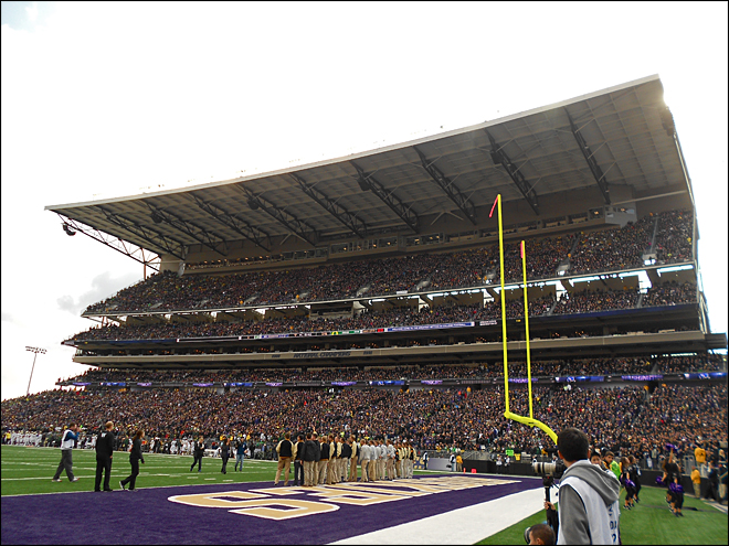 Fans get loud at Husky Stadium