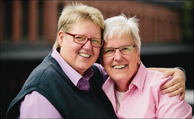 Lawsuit filed to overturn Oregon's same-sex marriage ban