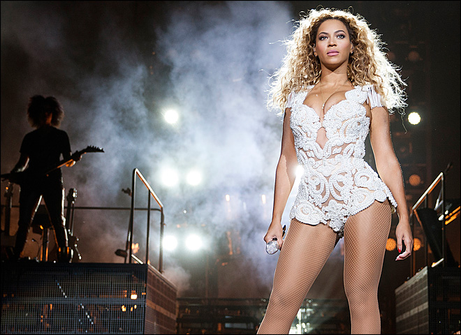 Beyonce releases new iTunes-exclusive album