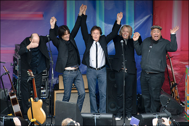 Afternoon delight: McCartney surprises London fans