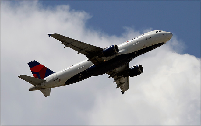 Delta 4th quarter profit rises after traffic, fare gains