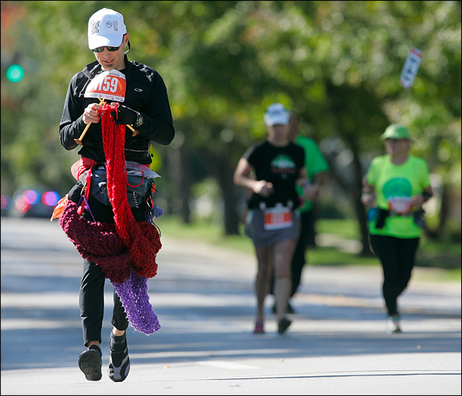 Man sets knitting record while running marathon