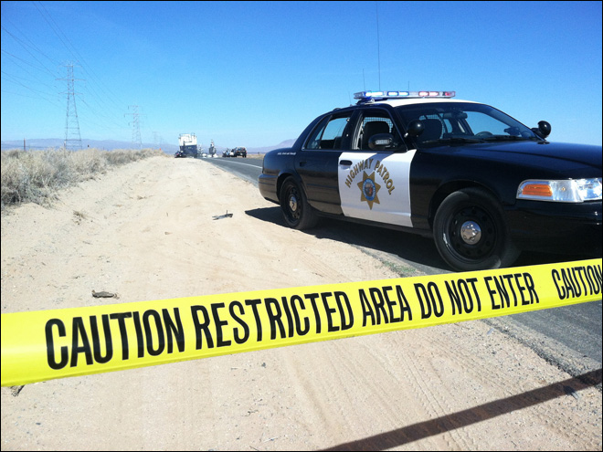 Police gun down man with hostages in trunk in Mojave Desert