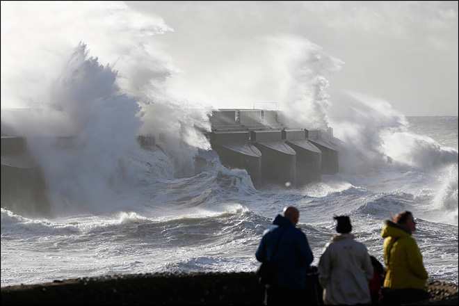 Hurricane-force gusts batter UK, Europe; 13 dead