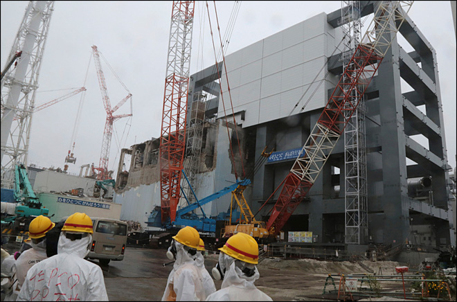 Japan OKs fuel removal from pool at nuclear plant