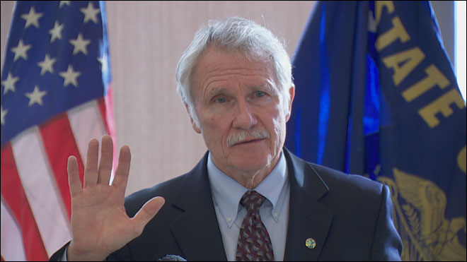 Gov. Kitzhaber performs CPR on unconscious woman in downtown Portland