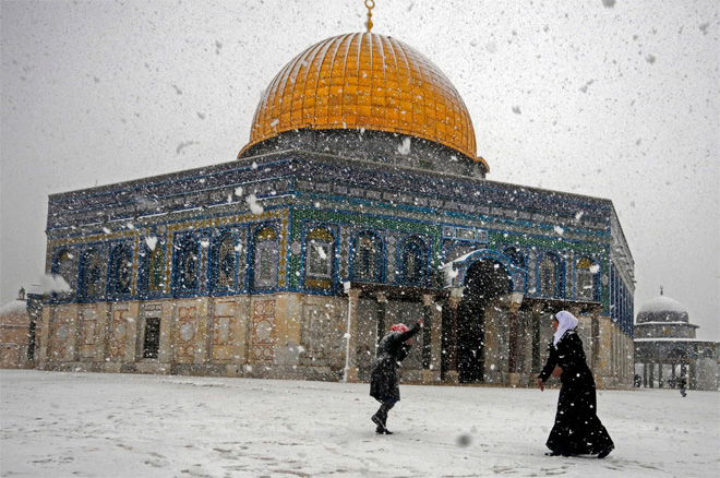 Rare storm leaves Jerusalem snowed in; Cairo with first snow in 112 years