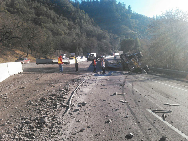 Semi truck crash closes all but 1 lane of I-5 in southern Oregon