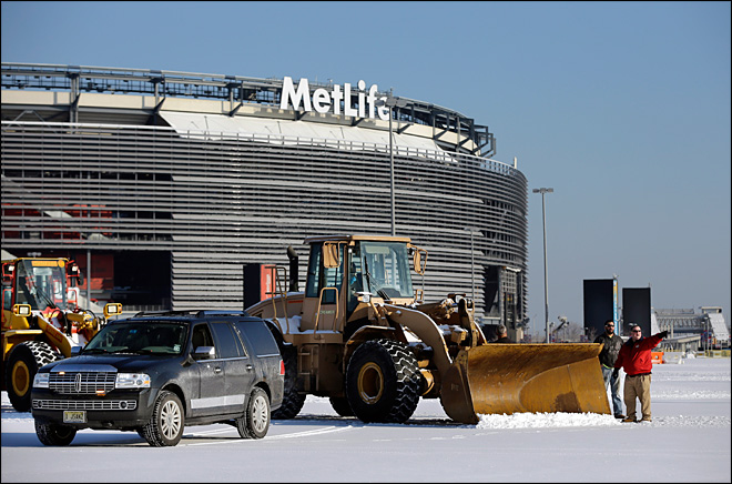 Officials ready up for winter-weather Super Bowl