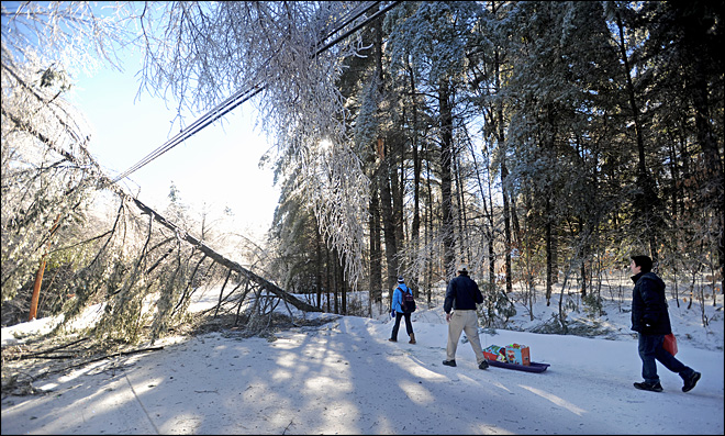 Thousands still without power in U.S., Canada after ice storm