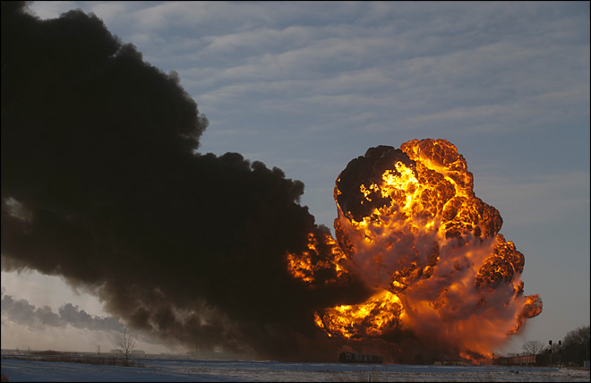 Officials urging evacuation near North Dakota derailment