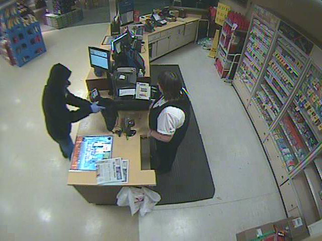 Suspect threatens clerk with gun