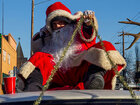 Hundreds of Santas invade North Portland