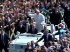 Pope greets Easter tourists on 'Popemobile'