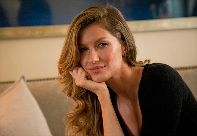 Gisele Bundchen says stress low at home during playoffs