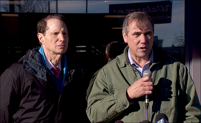 Merkley, Wyden push for national minimum wage increase
